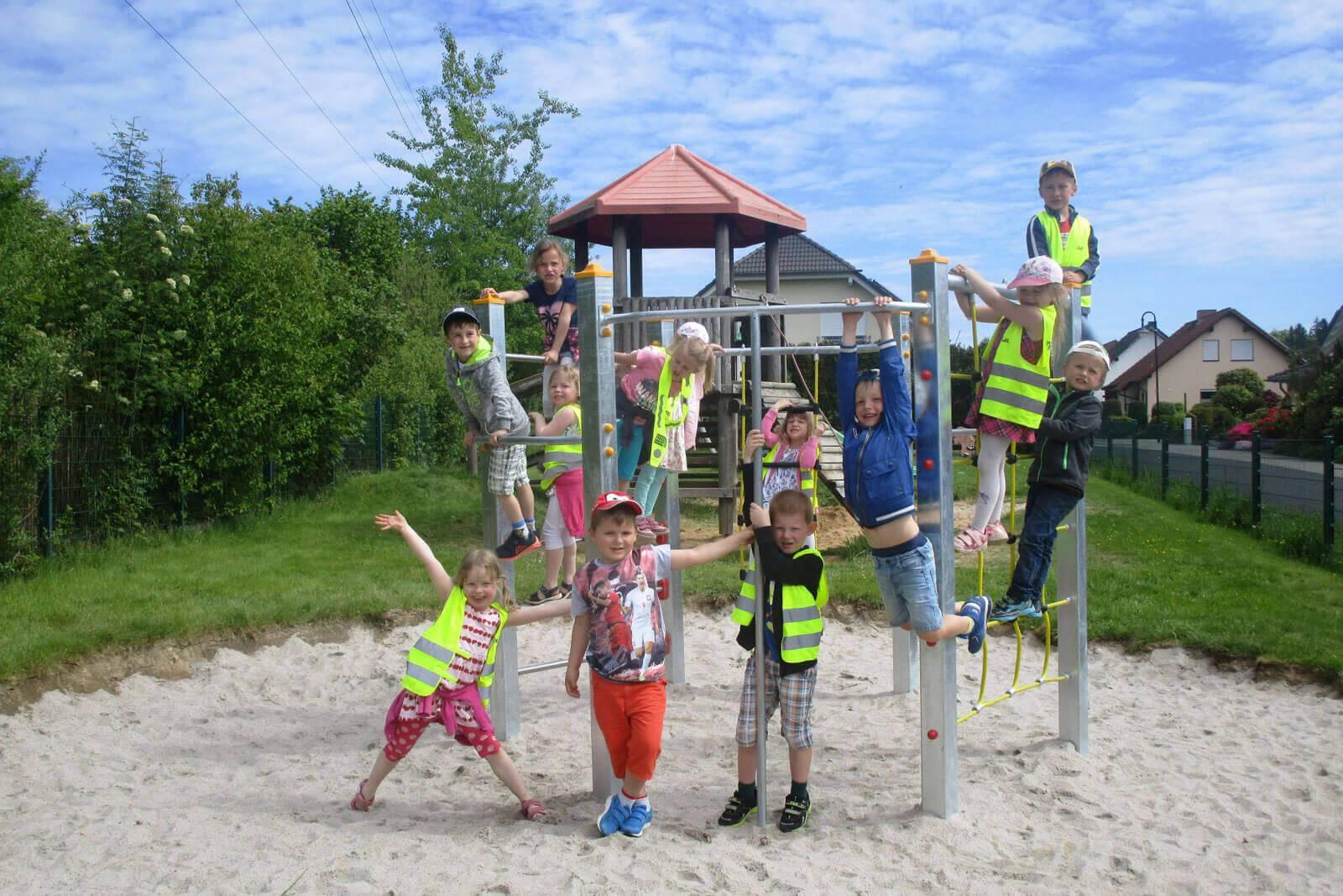 Klettergerüst Für Kleinkinder : Spende für ein klettergerüst durch beyer mietservice