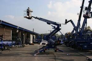 Mit der AB 165 E/D per Elektromotor oder Dieselantrieb auf 16 m Höhe!